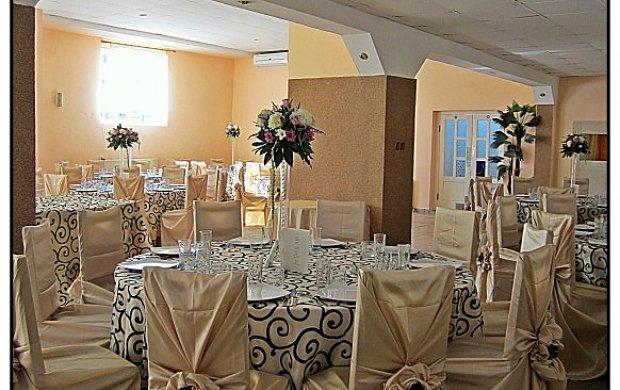 decor by cristina tuser agentii nunta nunta arad. Black Bedroom Furniture Sets. Home Design Ideas